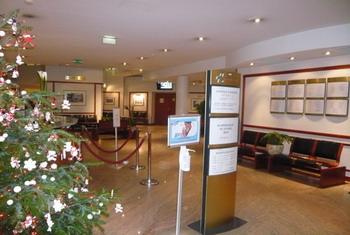 Клиника Амбруаз-Паре - холл